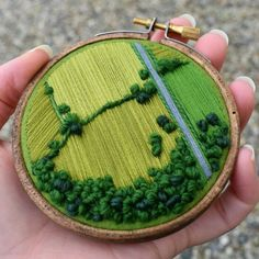 Embroidery-Victoria-Richards-Aerial-England-Landscapes Embroidery Hoop Art, Hand Embroidery Patterns, Cross Stitch Embroidery, Embroidery Designs, Hungarian Embroidery, Creative Embroidery, Simple Embroidery, Embroidery Jewelry, Sewing Crafts
