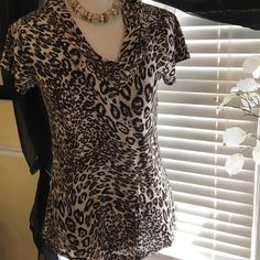 Isabella Rodriguez animal print top Gorgeous top in perfect condition, made of polyester and spandex Isabella Rodriguez Tops Blouses