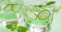 G&Fizz Prosecco Cocktail. Gin, Elderflower Cordial, Fresh Mint Sprigs and/or Cucumber slices & Prosecco. Pour a dash of elderflower cordial and of gin into a glass and top up with cold Prosecco. Detox Smoothies, Juice Smoothie, Smoothie Drinks, Detox Drinks, Fun Drinks, Healthy Drinks, Beverages, Healthy Water, Healthy Foods