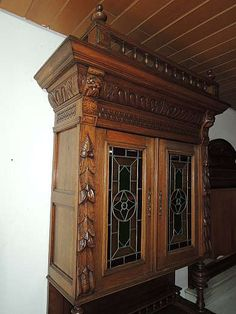 Küchenbuffet, Esszimmerschrank antik mit Bleiverglasung, Löwenköpfe | kalaydo.de