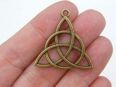 5 Celtic knot pendants antique bronze tone BC62 by nicoledebruin