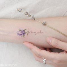 Mini Lau é uma tatuadora de Hong Kong e sua especialidade são tatuagens pequenas, com linhas finas e tons bem doces e leves, um encanto de...