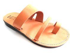 VENTA! Nuevas sandalias de cuero con tirantes. Zapatos para Mujeres y Hombres Chancletas Cintas Pisos Calzado de Diseñador Bíblico de Jesús  de Sandalimshop en Etsy https://www.etsy.com/mx/listing/238200807/venta-nuevas-sandalias-de-cuero-con