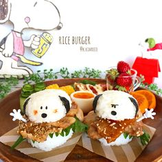 Snoopy Yakima Nike rice burgers by reco ( Cute Food, Good Food, Yummy Food, Cute Bento Boxes, Snoopy Party, Kawaii Bento, Plate Lunch, Kawaii Dessert, Bento Recipes