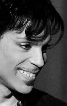 Wonder what/who is on the receiving end of this stunning smile? ♤♡◇