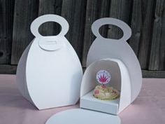 Cupcake box to hold one cupcake in the shape of a handbag - comes with inner tray to either hold one cupcake or 4 mini cupcakes