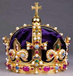 Recreation of Henry VIII's tiara used to crown Anne Boleyn. Also used by Henry's children. Crown Royal, Royal Crowns, Royal Tiaras, Tiaras And Crowns, The Crown, Imperial Crown, Marie Tudor, Los Tudor, Tudor Era