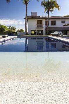 Confira fotos de projetos de piscinas, com materiais fabricados por nossos…