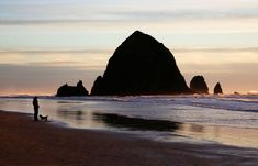 Big rocks just offshore and on beaches are among the most impressive landmarks on the Oregon coast. Pacific City, Pacific Northwest, Tillamook Bay, Ecola State Park, Rockaway Beach, Natural Bridge, Cannon Beach, Beach Walk, Oregon Coast