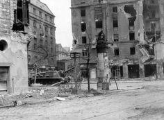 VIII. Üllői út - József körút kereszteződése, szemben a Corvin (Kisfaludy) köz 1956-ban fp
