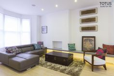 Modern living room by Totus Construction Ltd. https://www.homify.co.uk/ideabooks/40340/an-eclectic-traveller-s-dream