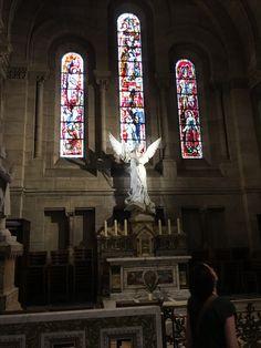 Dans la Basilique du Sacré-Coeur dans le quartier de Montmartre à Paris. / Inside of the Sacred Heart Basilica in Montmartre district in Paris, France.