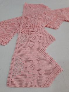 This post was discovered by Iz Filet Crochet, Crochet Borders, Crochet Stitches, Crochet Patterns, Love Crochet, Diy Crochet, Crochet Baby, Shabby Chic Flowers, Crochet Curtains
