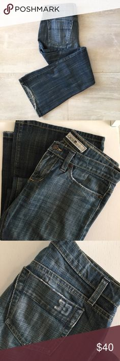 Joe's jeans | wide leg flare Great used condition pair of Joe's jeans. These were my favorite jeans. Love the cross hatch design of the denim and the color is 👌. Bottom of hem at the back of each leg is frayed from wear but otherwise in great condition!! Make me an offer. Joe's Jeans Jeans Flare & Wide Leg