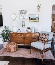 Apartment Decor Comfy Small Apartment Living Room Decorating Ideas On A Budget by James Gelbero Feb 0 Views You can earn small apartment living room appear new without Bohemian Living Rooms, My Living Room, Interior Design Living Room, Living Room Designs, Cool Living Room Ideas, Living Room Decor 2018, Living Room Decor Eclectic, Cozy Living, Living Room Dresser