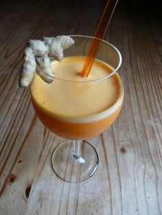 § BOISSON SANTE BIENETRE § : ♡ 2 oranges ♡ 2 carottes ♡ 1 petit bout de curcuma frais ( 2,5cm x 2,5cm ) Jus Detox, Smoothies, The Cure, Juice, Diet, Meals, Chocolate, Chai, Healthy
