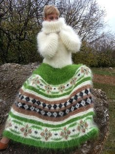 knitting, knitwear, crochet & other fiber obsessions Knitwear Fashion, Knit Fashion, Gros Pull Long, Knitting Designs, Knitting Patterns, Gros Pull Mohair, Fluffy Sweater, Mohair Sweater, Turtleneck