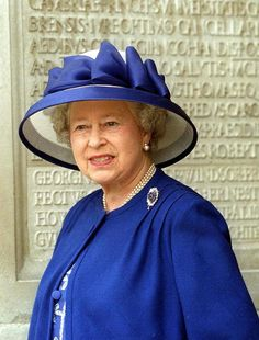 The Queen attending Cardiff University on a visit to the departments. Hm The Queen, Royal Queen, Her Majesty The Queen, Reine Victoria, Queen Victoria, Pippa Middleton, Blue And White Hats, Queen Hat, Isabel Ii
