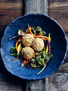 These miso brown rice and broccoli balls are sure to be a crowd pleaser. Carrot Recipes, Beef Recipes, Vegetarian Recipes, Healthy Recipes, Healthy Food, Roasted Carrots, Roasted Chicken, Baked Meatball Recipe, Donna Hay Recipes