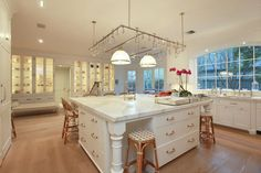 large-open-kitchen-chunky-square-kitchen-island-lots-kitchen-ideas-chunky-kitchen-island-extre-large.com-island-kitchen-kitchen-island-large-kitchen-island-open-kitchen-square-kitchen-island-35984.png (739×492)