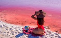 Did you know that Spain has a pink lake? Torrevieja Pink Lake also known asLaguna Salada de Torrevieja or Laguna Rosa de Torreviejais one the rare lagoons that have this coloration. In this post, you´ll find curiosities and all the info you need to start planning your trip to Spain Pink Lake.