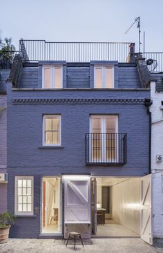 Jonathan Tuckey Design renovates a mews house for an ex-submariner