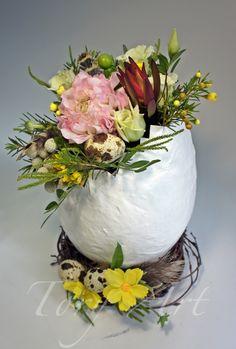 Нежная пасхальная композиция, которя украсит Ваш дом #пасха #великдень #праздник #свято #пасхальныйдекор #пасхальныйподарок #доставкацветовкиев #подарки #магазинцветовкиев #семья #мастеркласс #ранункулюс #гиперикум #бруния #подарок Corporate Flowers, Decoupage Box, Coloring Easter Eggs, Spring Crafts, Easter Crafts, Diy Gifts, Flower Arrangements, Diy And Crafts, Holiday