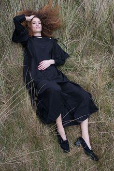 Black cotton shirt with cut out shoulders #culottes #cottonshirt #fashion #lookbook