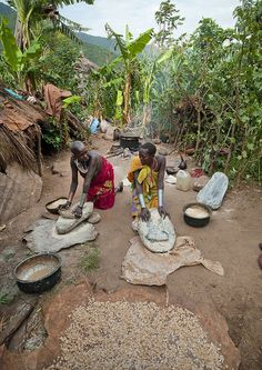Surma Women working - Omo Ethiopia by Eric Lafforgue on Flickr. (via raging-rawrpants)