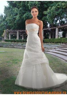 Boutique robe de mariée sans bretelle longue avec triane ornée de pli organza