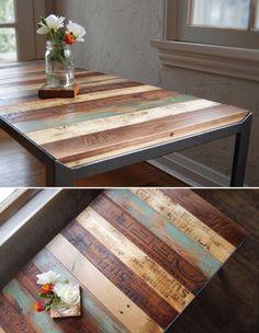 Mesa de madera pintada