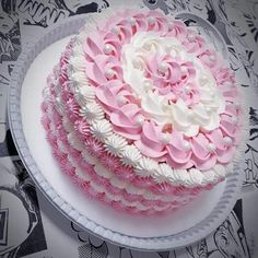 Image may contain: dessert and тортлар Cake Decorating Techniques, Cake Decorating Tips, Cookie Decorating, Cake Piping, Buttercream Cake, Food Cakes, Cupcake Cakes, Birthday Cake Decorating, Just Cakes