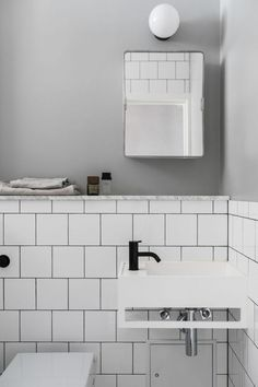 black matte tap in a white and grey bathroom. Trendy bathroom with matte black bathroom taps and a marble shelf Black Bathroom Taps, Grey Bathrooms, Small Bathroom, Diy Bathroom Decor, Bathroom Interior Design, Restroom Decoration, Interior Doors, Bathroom Ideas, Interior Decorating