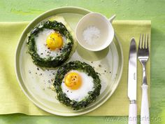 Dekorative und leckere Überraschung nicht nur für den Oster-Brunch: Gebackene Spinatnester mit Ei