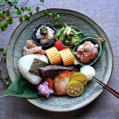 OnigiriおにぎりRice ball - December 12 2018 at - Foods and Inspiration - Yummy Sweet Meals - Comfort Foods Recipe Ideas - And Kitchen Motivation - Delicious Cakes - Food Addiction Pictures - Decadent Lifestyle Choices Japanese Street Food, Japanese Food, Food N, Food And Drink, Asian Recipes, Healthy Recipes, Food Combining, Japanese Dishes, Food Packaging