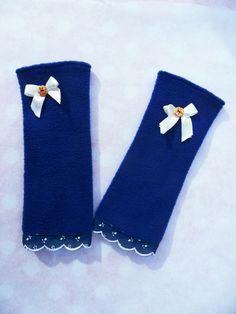 Stulpen+Armstulpen++Handschuhe++Spitze+blau+Knopf+von+Zellmann+Fashion+auf+DaWanda.com