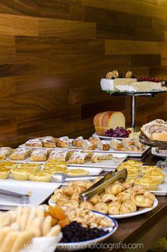 #lanchedatarde #queijo #empada #empadinhas #fotografia #gastronomia #breakfast #parareceberamigos #mesadefrios #hotel #pousada #coffebreak @marciamorenofotografia