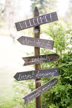 Rustic wedding direction sign | Anna Marks Photography via Glamour & Grace