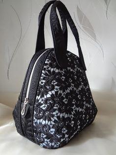 Fete Ideas, Clutch Bag, Tote Bag, Carry All Bag, Homemade Skin Care, Denim Bag, Fabric Bags, Garden Crafts, Gym Bag