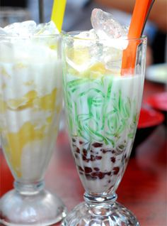 "Chè ba màu (literally ""three colours chè"") - usually including green mung beans, white black-eyed peas, and red azuki beans, although people can cook with any ingredients making any three colours they like."