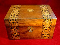 30) Good 19thC Tunbridge ware box with original key Est. £35-£45