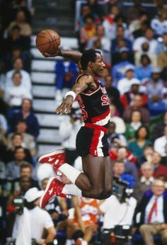 Clyde the Glide could jump out of the gym. He was drafted in 1983 with the Portland Trail Blazers, he wore number Clyde won one NBA Championship in 1995 with the last year with the Blazers. Basketball Jones, Love And Basketball, Sports Basketball, Basketball Players, Nba Stars, Sports Stars, Sports Images, Sports Pictures, Michael Jordan
