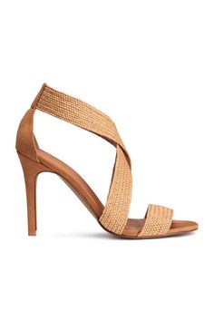 Sandalias: Sandalias en ante sintético con tacón revestido y tiras elásticas trenzadas. Plantilla en piel sintética. Suela de goma. Tacón 10 cm.