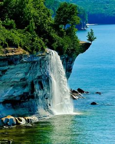 "renamonkalou: ""Rocks National Lakeshore, Michigan - EUA "" The World Around Us"