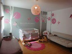 Habitación bebé árboles en Blanco sobre gris con copa en rosa