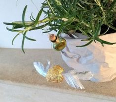 Golden Snitch and Felix Felicis Ornament DIY Christmas Presents, Christmas Ornaments, Golden Snitch, Harry Potter Universal, Paper Decorations, Book Worms, Biscuit, Handmade, Diy