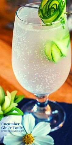 This recipe is as simple as it gets: gin, lime, mint, cucumber and tonic water. #Gin #GinCocktails #Drinks #Cocktails #CocktailHour #CocktailoftheDay #Craftcocktails #Masterofmixes #Barista #Cocktaillover #DeliciousDrinks #Mixology #SummerDrinks #SummerCocktails #RefreshingDrinks Best Summer Cocktails, Winter Cocktails, Fun Cocktails, Cocktail Drinks, Lime And Tonic, Frozen Drink Recipes, Non Alcoholic Drinks, Beverages, Summertime Drinks