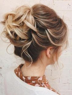 Wedding Hairstyles For Short Thin Hair Fun - 60 updos for thin hair that score maximum style point Thin Hair Updo, Short Hair Bun, Short Hair Styles Easy, Medium Hair Styles, Curly Hair Styles, Upstyles For Short Hair, Updo Curly, Messy Curly Bun, Hair Upstyles