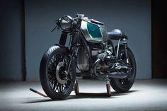 BMW R100 RS Cafe Racer - Kiddo Motors. Una moto que te hace sentir como si estuvieras saboreando tu comida preferida. Entra y mira esta BMW cafe racer.