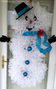 Deco Mesh Snowman Wreath - Crafty Morning Deco Mesh Snowman Wreath to hang on your door for Christmas! What a cute craft Christmas Tree Crafts, Noel Christmas, Holiday Crafts, Christmas Decorations, Homemade Decorations, Christmas Swags, Burlap Christmas, Birthday Decorations, Holiday Ideas